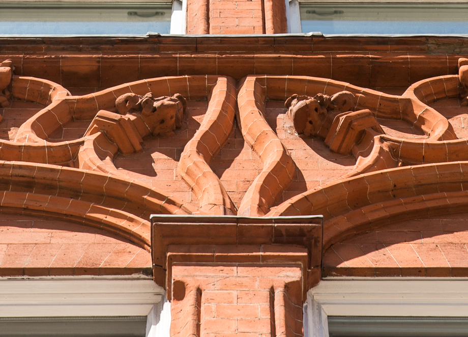 red brick listed facade detail on Pont Street